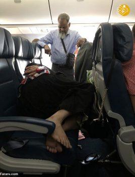 (تصویر) اقدام جنجالی یک زن و شوهر در هواپیما