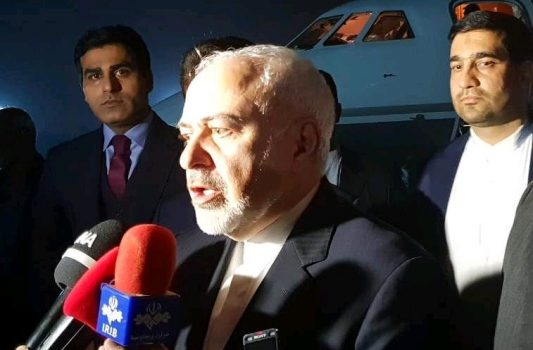 ظریف در راس یک هیات سیاسی نظامی وارد پاکستان شد