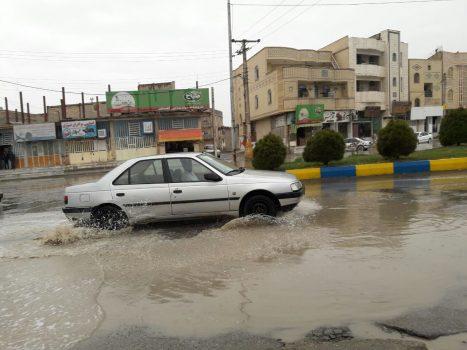 بارش باران این رحمت الهی موجب شور و شعف هموطنان سیستانی گردید/ زیرساختهای شهری در زابل از انتقال روان آبهای ناشی از یک باران محدود عاجز است