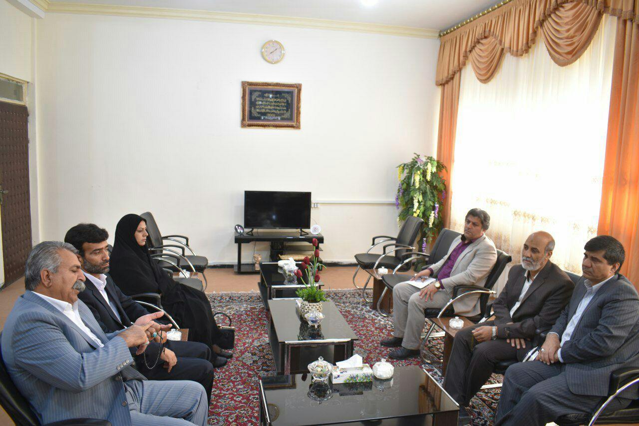 اعضای شورای اسلامی شهر زابل به دیدار فرماندار این شهر رفتند
