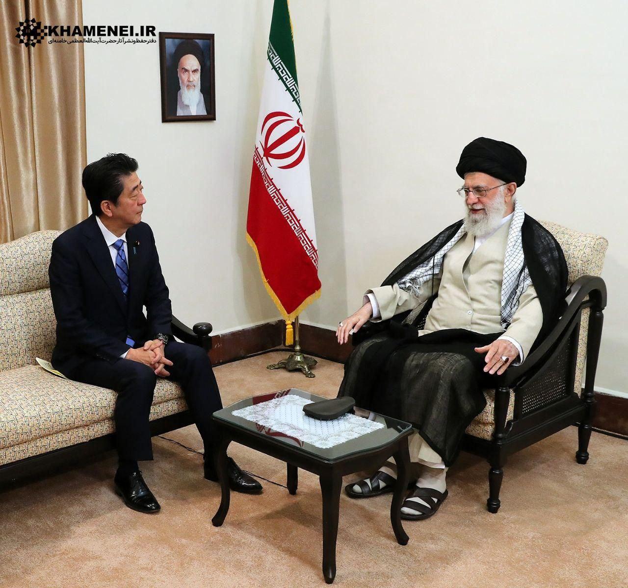 حضرت آیت الله خامنه ای در دیدار با نخست وزیر ژاپن: ما در حسن نیت و جدی بودن شما تردیدی نداریم اما ترامپ را شایسته مبادله پیام نمیدانم با آمریکا مذاکره نخواهیم کرد