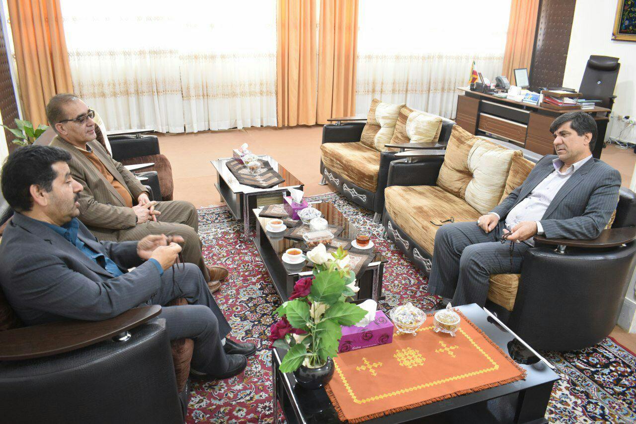 فرماندار زابل در دیدار با محمدحسین عیدی زاده خواستار توسعه و تکمیل زیرساختهای ارتباطی در نقاط کور و حساس منطقه شد